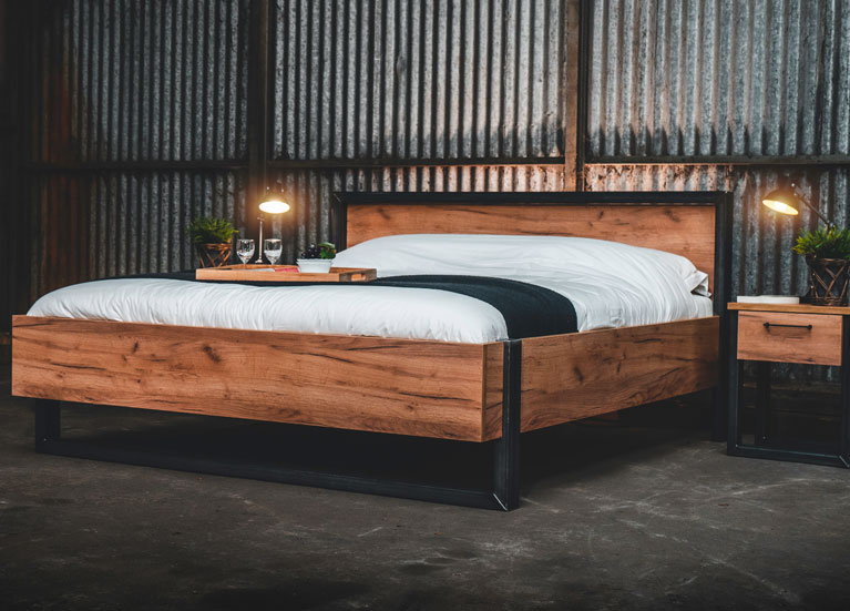 Industrieel ledikant Robuust - Vroomshoop meubelen - Staal en eiken-look